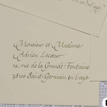 Enveloppe calligraphiée en cancelleresca