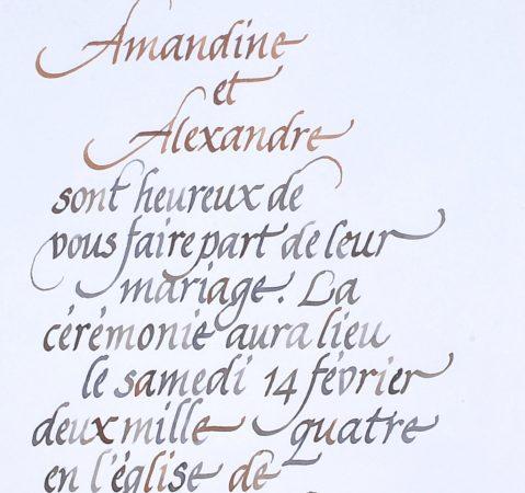 détail de calligraphie de faire-part de mariage à la plume calligraphiés