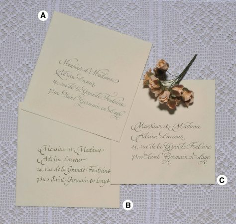 Enveloppes calligraphiées en écriture anglaise, cancelleresca, scripte